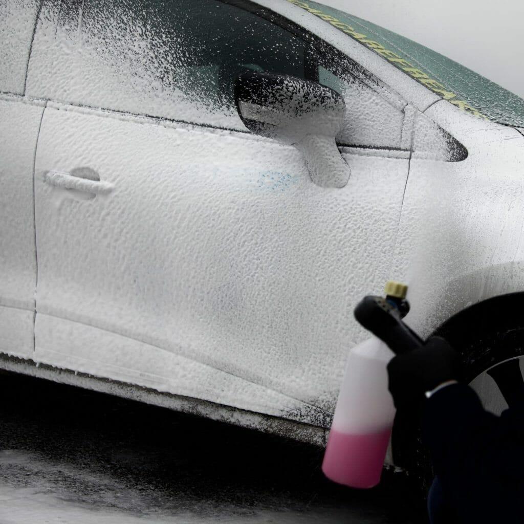 Meguiars ultimate snow foam på bilen